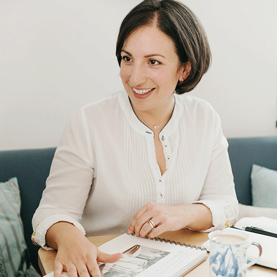 1-on-1 coaching with the personal brand architect Karina Schwarzenböck